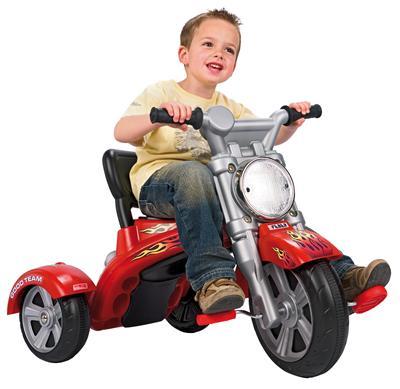 cei mici adora plimbarile cu tricicletele